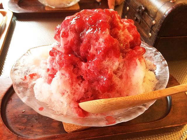 パティスリー イルコンフィ(patisserie ile confi)-かき氷(練乳イチゴミルク)